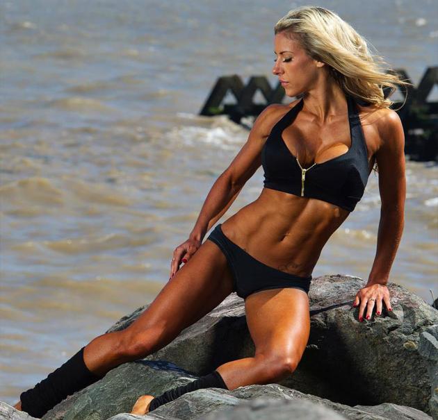 Georgia-Simmons-Bikini-Model-Pics