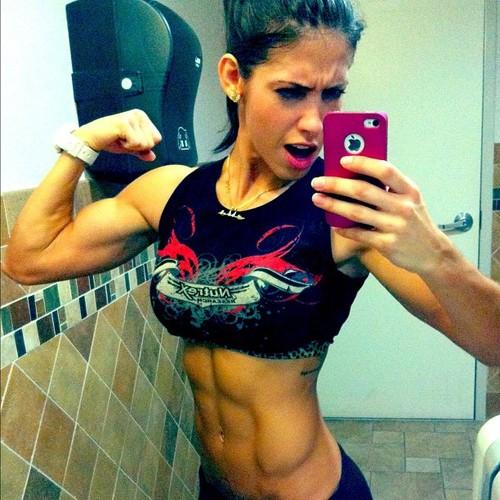 Bella-Falconi-biceps-pics