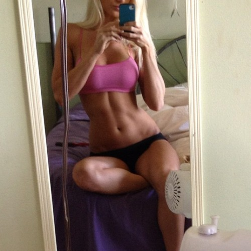 Jenna renee the best gallery of this toned fitness model - Selfie donne a letto ...