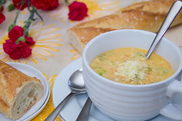17_skinny_broccoli_cheddar_soup