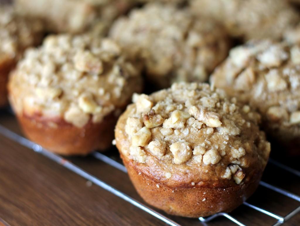 1_banana_muffins_with_brown_sugar_walnut_crumble