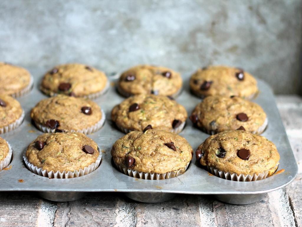 4_skinny_zucchini_banana_chocolate_chip_muffins