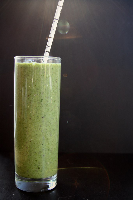 12. Spinach, Kiwi, and Chia Seed Smoothie