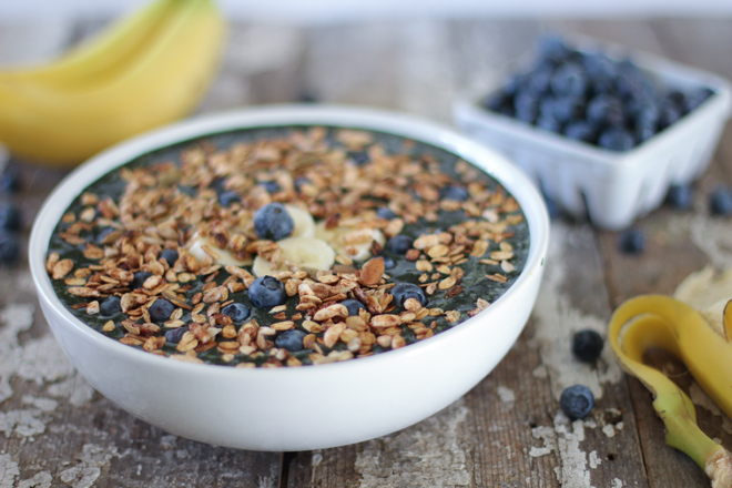 5. Blueberry Banana Crunch Bowl