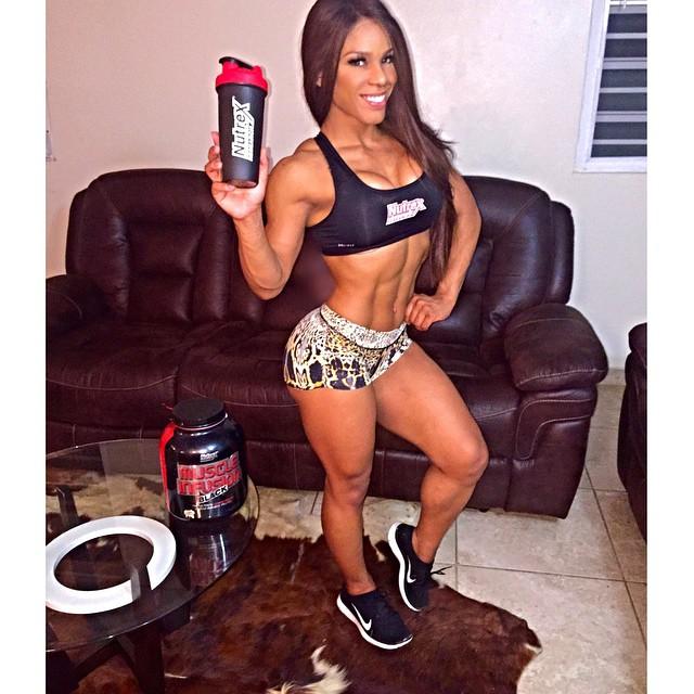 Yarishna Ayala10