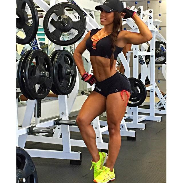 Yarishna Ayala12