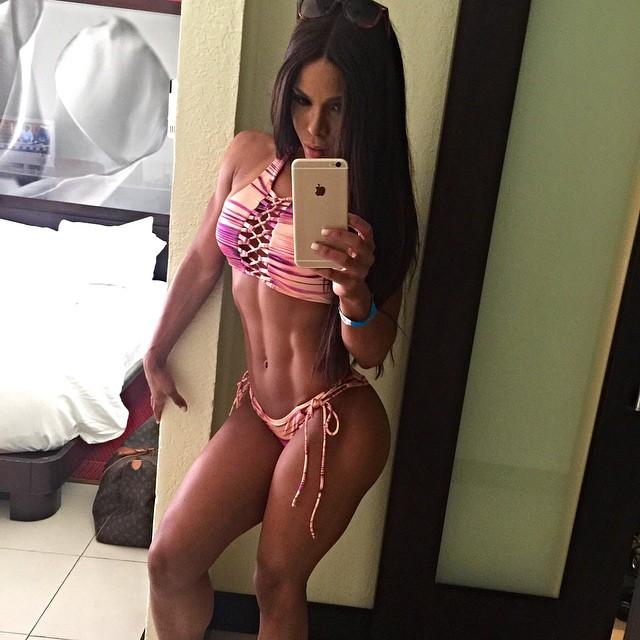 Yarishna Ayala21
