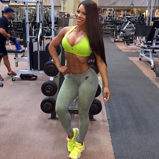 Yarishna Ayala25
