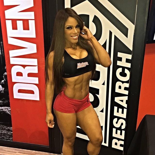 Yarishna Ayala4