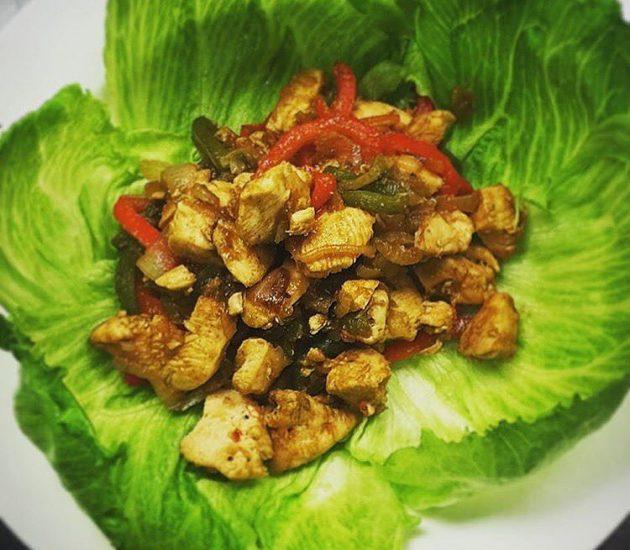 chicken-fajita-wrapped-in-lettuce