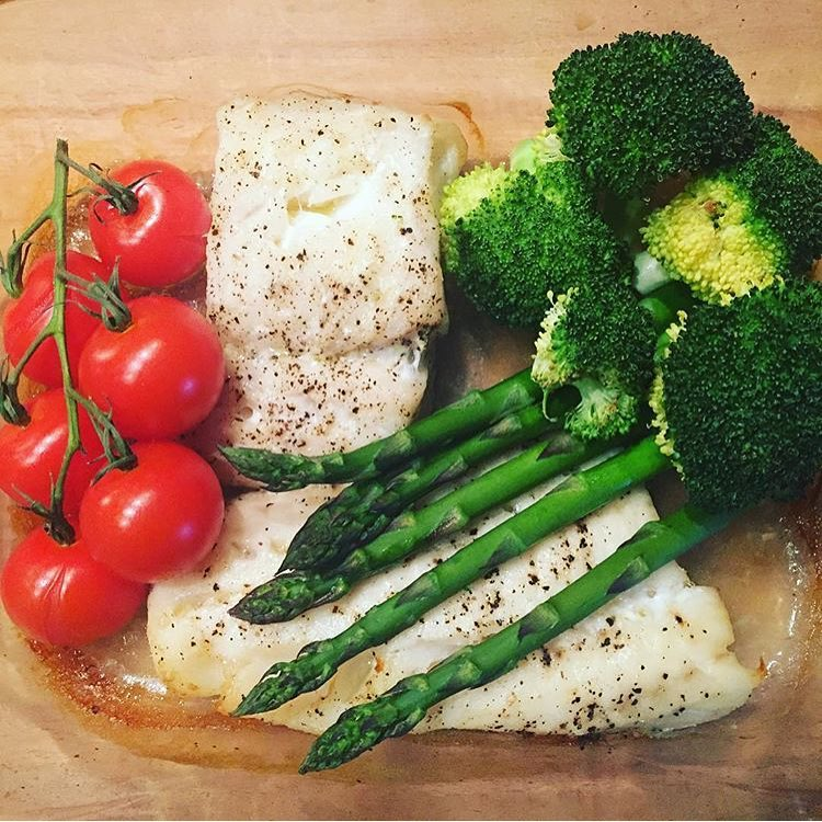 cod-fillet-parcels-with-grilled-asparagus-broccoli-and-vine-tomatoes
